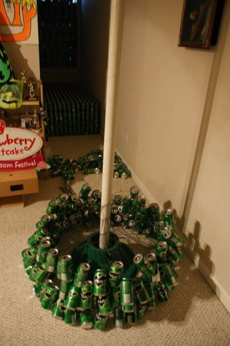 Extreme humor christmas tree out of beer bottles for How to make a beer bottle christmas tree