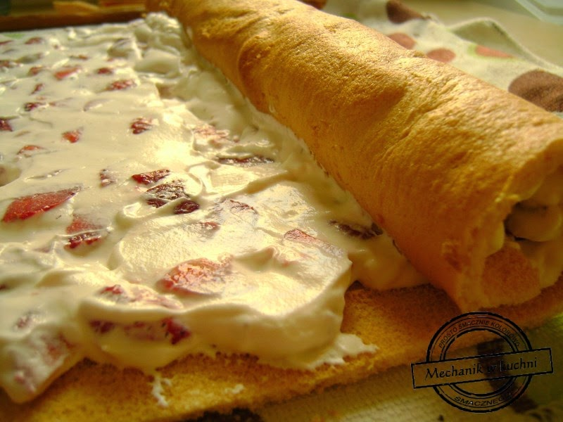 Rolada z truskawkami i serkiem mascarpone mechanik w kuchni