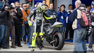Foto-Yamaha-YZR-M1-Valentino-Rossi_3