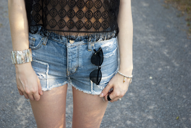 black crochet top forever 21 high rise destroyed light denim shorts black kate and mel suede sandals platform cat eye sunglasses