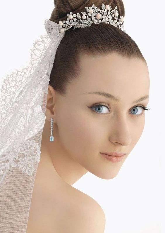 Chimakadharoka Wedding Hairstyles For Short Hair With Veil And Tiara