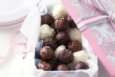 Step-by-step choc truffles Recipe