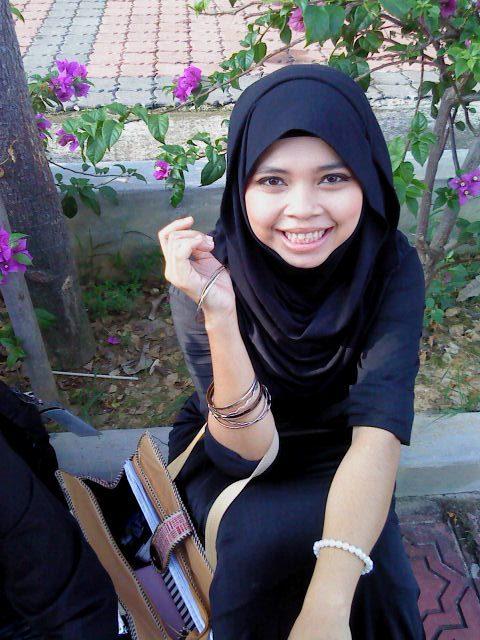 ... foto tante ngetot dengan brondong 1 poto lonte arab 1 foto ngentot