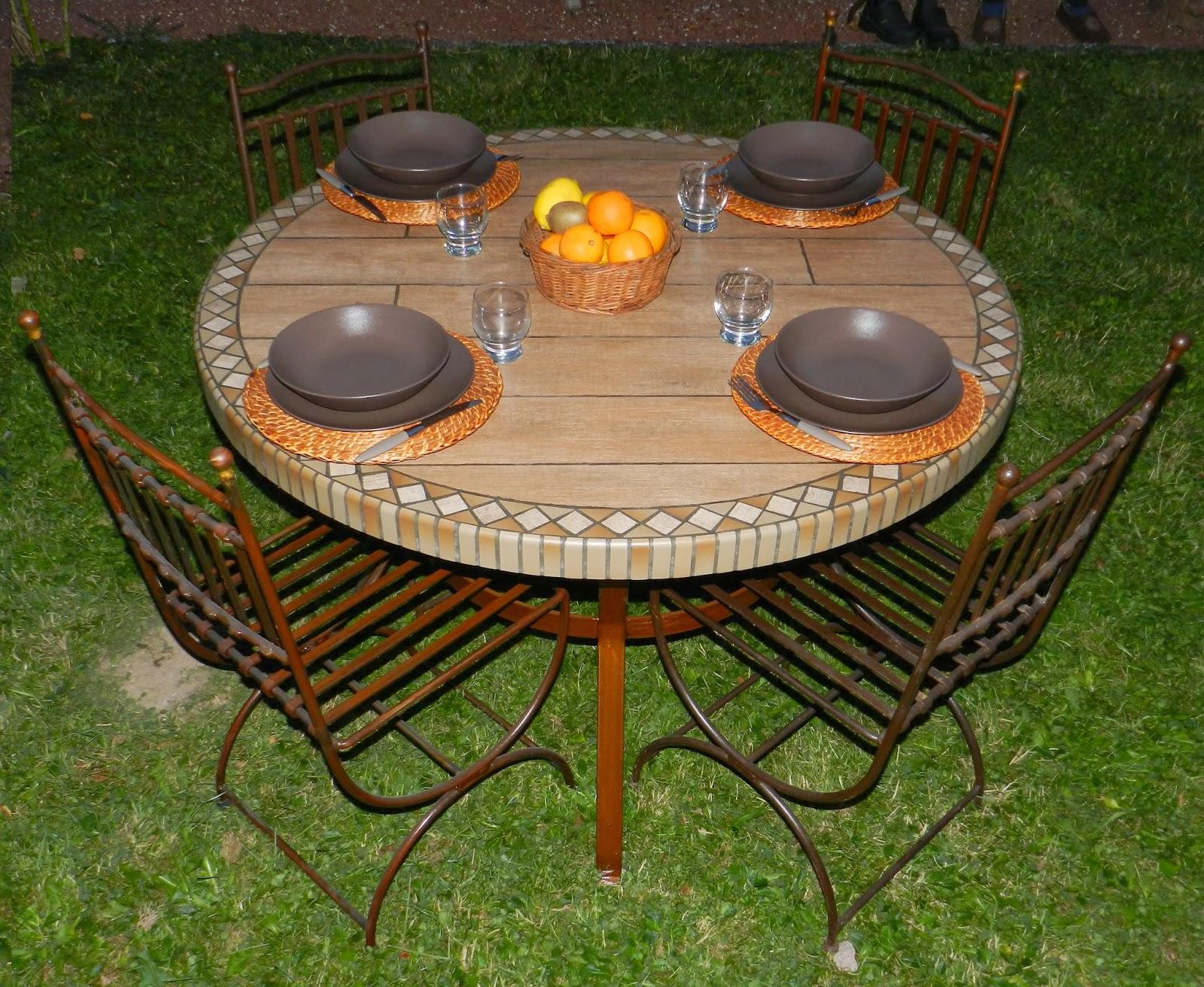 Nadine coquatrix tables grescolor f vrier 2014 for Table de jardin coloree