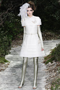 Enjoy the CHANEL Spring 2013 Couture fashionshow during this post!