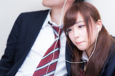 Tren Gaya Foto Baru Jepang Hamu Hamu Pose, Pose Imut Saat Sedih