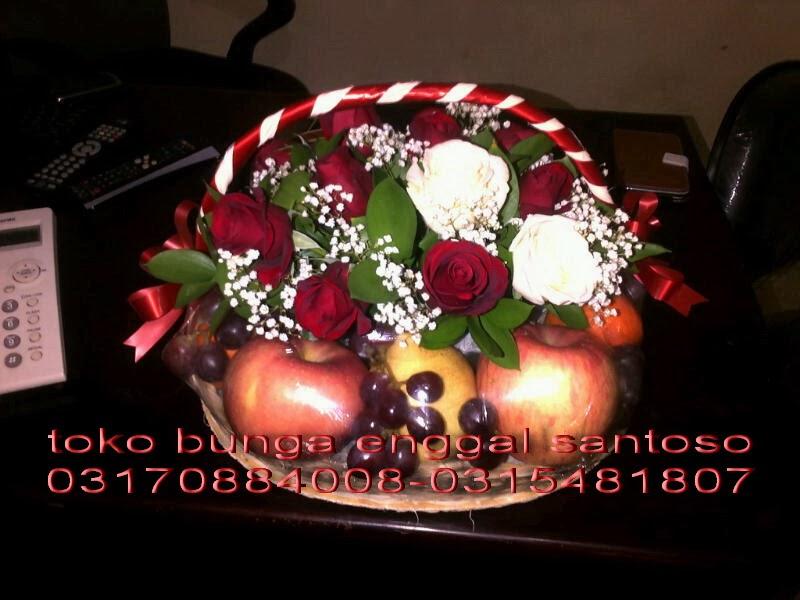 rangkaian bunga dan buah