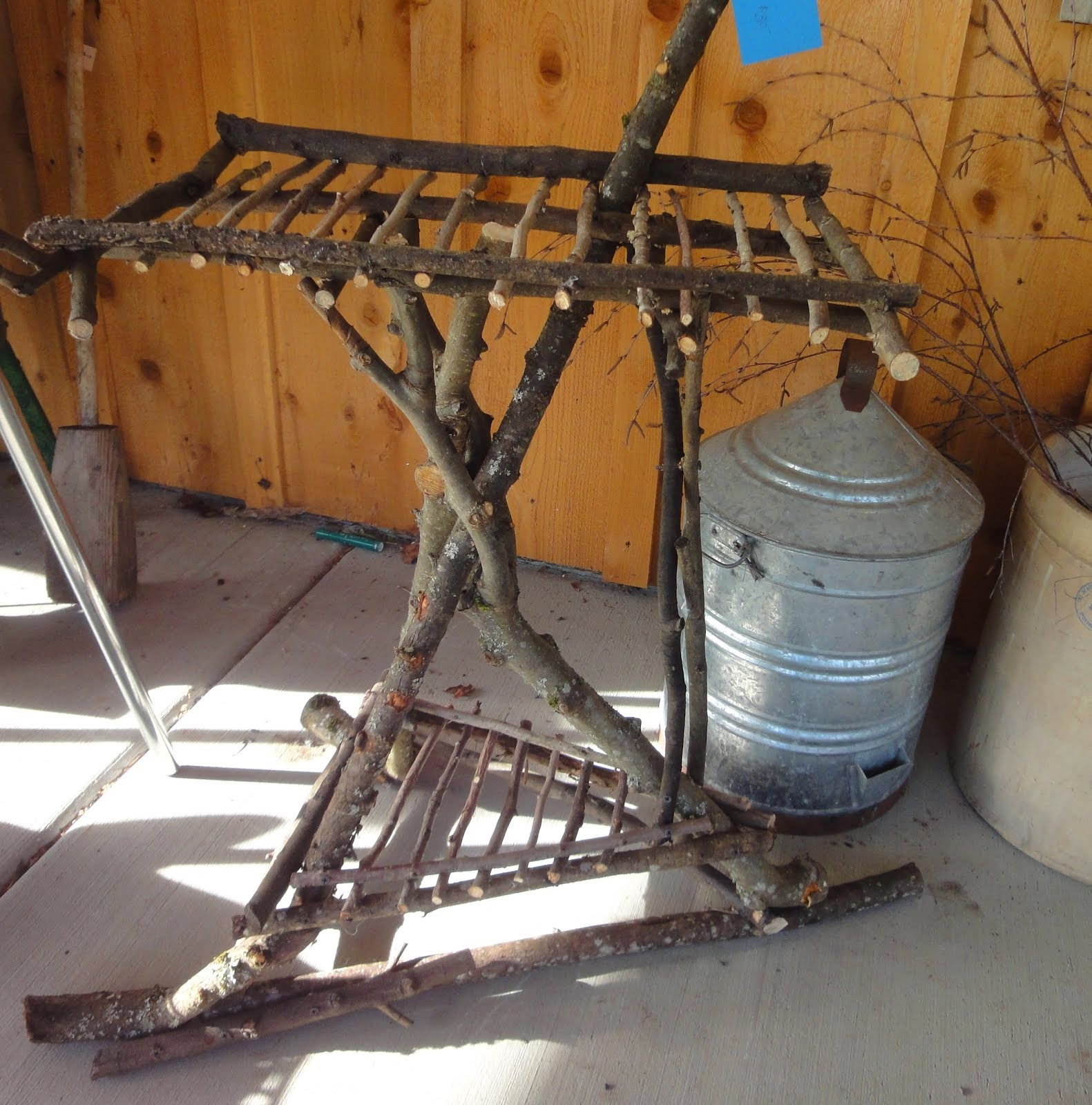 TWISTED TWIG PLANT STAND
