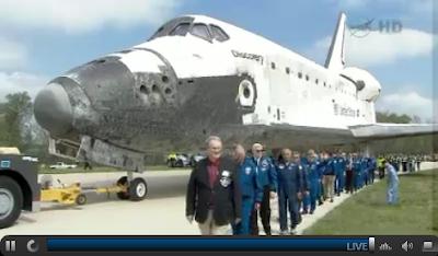 Space Shuttle Discovery adn Bo Bobko