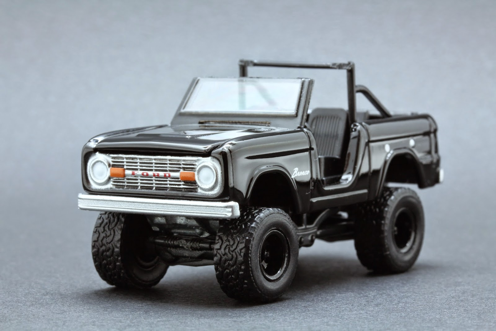 Diecast Hobbist 1970 Ford Bronco