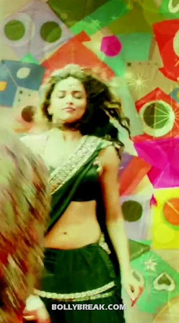 Deepika Padukone long slim navel - (5) - Deepika Padukone Navel Pics - Cocktail Second Hand Jawani song black Saree