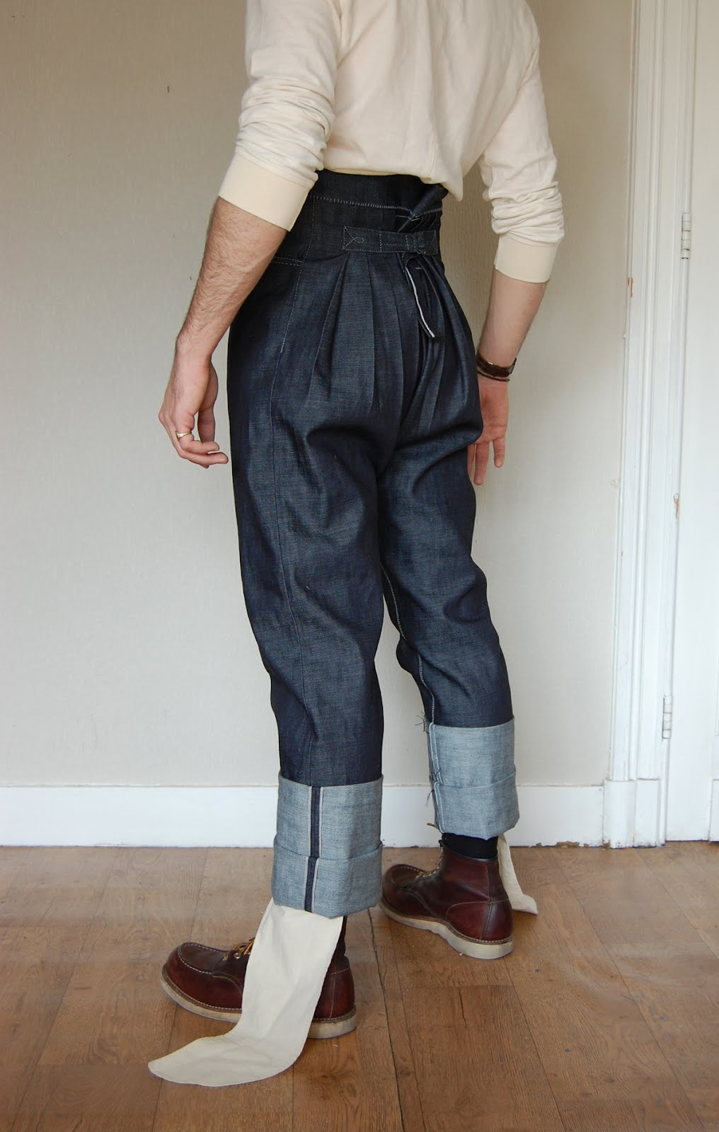 THE TROUSERS FOR DEEP POCKETS AND SHORT ARMS