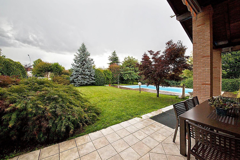 Paderno d 39 adda lecco villa singola con piscina for Giardino lecco