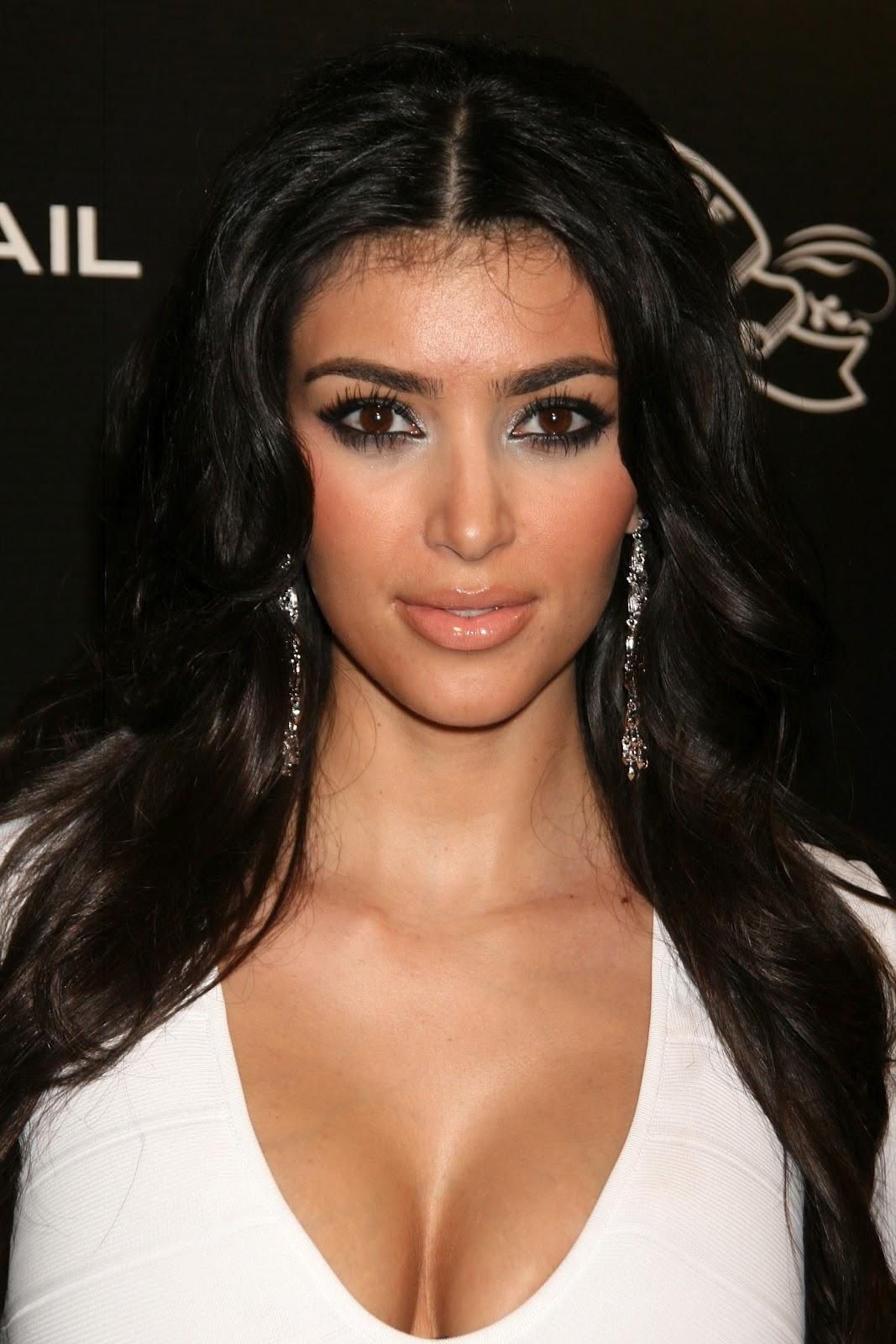 http://3.bp.blogspot.com/-XyHi1yMrnB0/T9FJ717uVwI/AAAAAAAAAsY/ttdobE8IPn0/s1600/Kim+Kardashian+Pictures+7.jpg