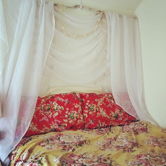 Decorating Ideas > Super Snaps DIY Canopy Headboard For A Dorm Bed That  ~ 100352_Dorm Room Diy Canopy