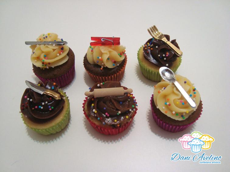 Avelino - Confeitaria Artística: Mini Cupcakes para Chá de Panela