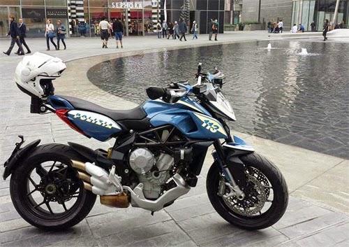 MV Agusta Rivale 800 của cảnh sát Milan
