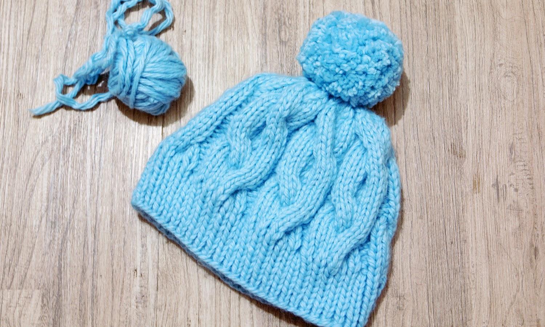 вязанная шапка спицами