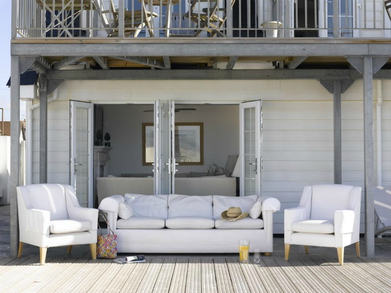 Coastal outdoor living room with white slipcover furniture