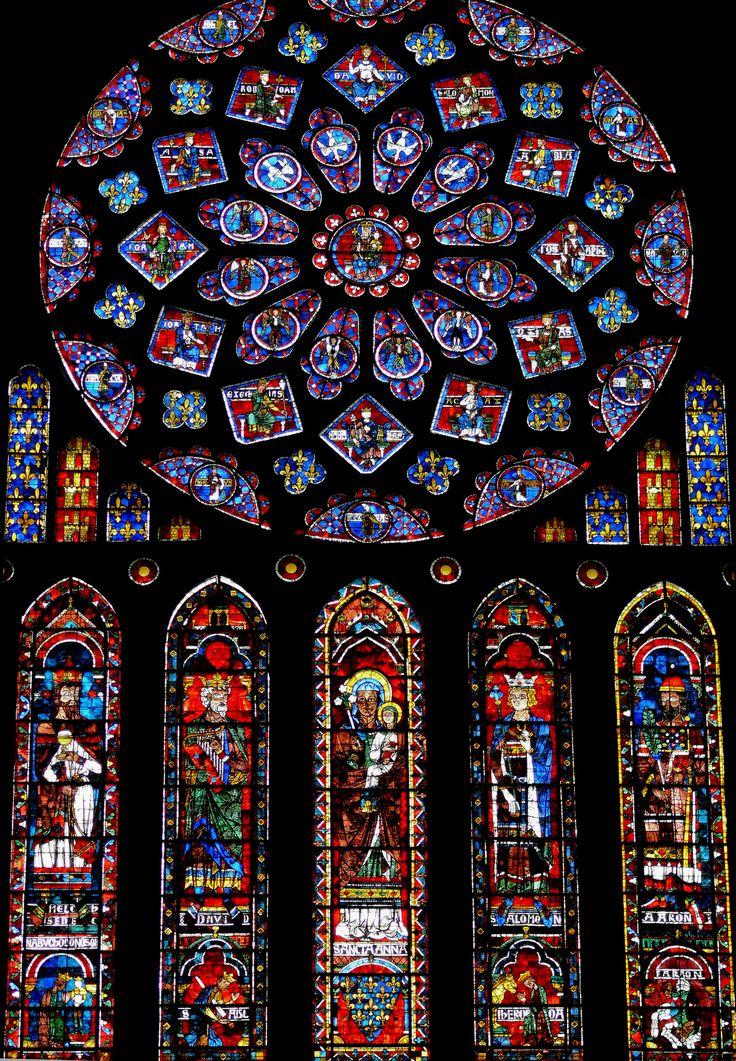 Resultado de imagen de La Glorificación de la Virgen. Vitral de la fachada norte de la Catedral de Chartes.