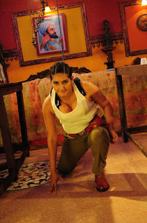 Ragini Dwivedi tight t shirt