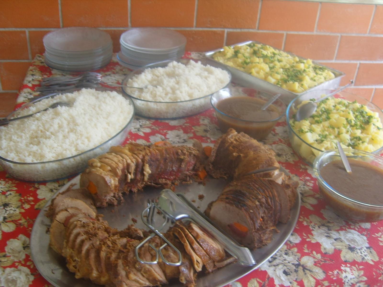 Festa Carros Mcqueen, almoço servido festa infantil