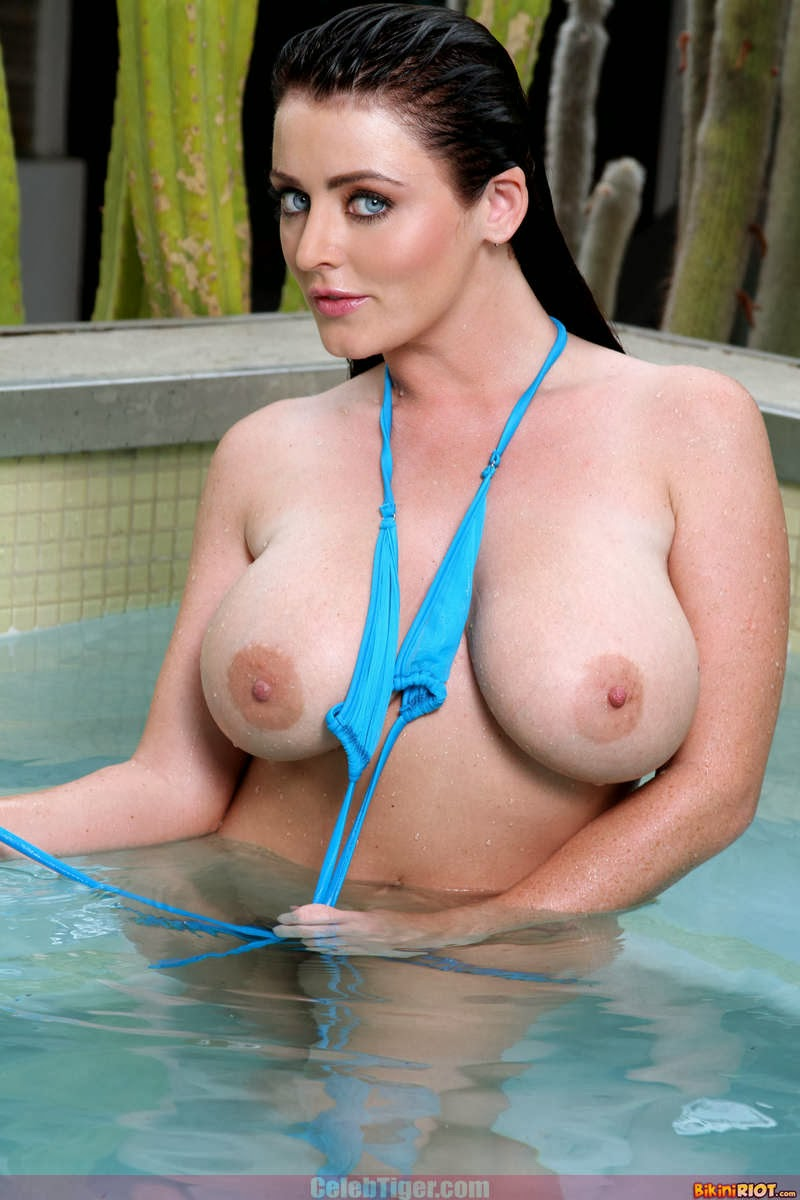 Busty+Babe+Sophie+Dee+Wet+In+Pool+Taking+Off+Her+Blue+Bikini+Posing+Naked www.CelebTiger.com 47 Busty Babe Sophie Dee Wet In Pool Taking Off Her Blue Bikini Posing Naked HQ Photos