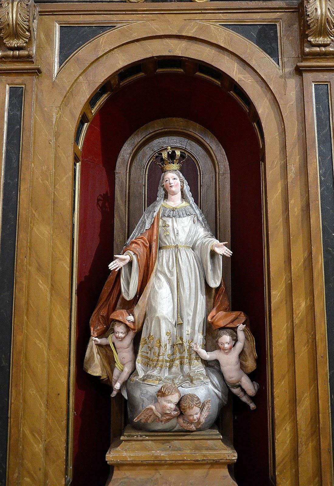 inocente Virgen hermoso en Zaragoza