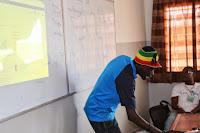 """IKANE Challenge, faisant une présentation sur les Outils et Services de Google pour les étudiants"""" au CodeCamp 2013 à l'ESP"""