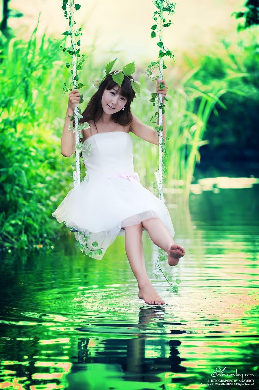 无论白天夜里,爱你身不由已;无论多大风雨,我会天天陪你;无论多少委屈,我都说对不起。为何,还要失去你! No matter whether it is day or night, l love you until I cannot take care of myself. No matter how strong the wind and how heavy the rain, I will accompany you. No matter how many grievances, I will say I'm sorry. Why I still lose you!