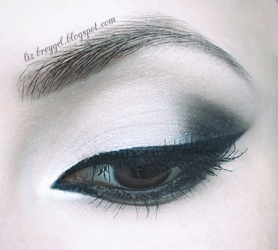 step by step smoky eyes gothic makeup tutorial