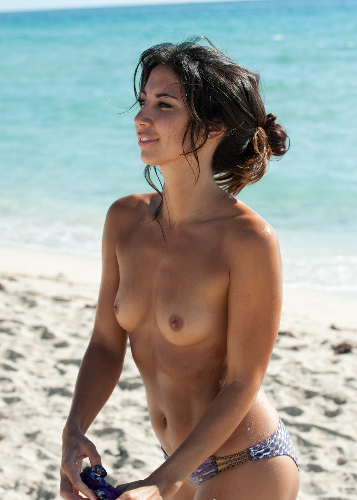 lots of Girl Secret: Leilani Dowding Topless On The Beach