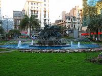 entrevero plaza centro Montevideo Uruguay fuente