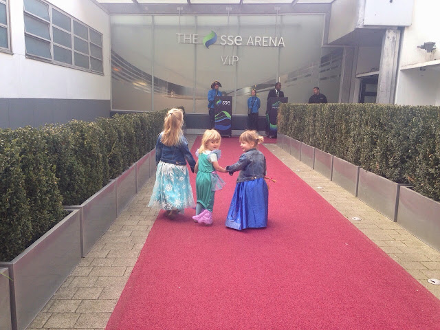 mamasVIb   V. I. BASH: 10 reasons why you should not miss Disney on Ice - Magical Ice Festival   disney on ice   magical ice festival   disney   ice skating   frozen   figure skaters   wmbely arena   press event   mama VIb   dishy on ice   skating   mickey mouse   meet and great   celebrity   red carpet   disney characters   anna dan elsa from frozen   kids event   nights out for kids   lonodn   event for children   days out