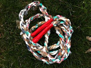 Reciclatex Una comba para saltar hecha con bolsas de plástico