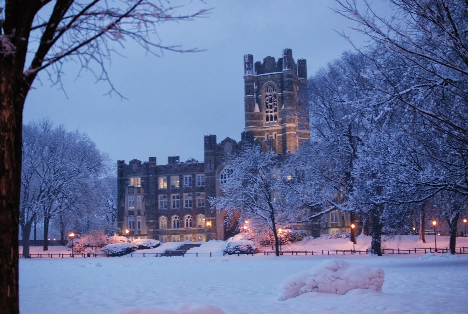Midterms, However, Don't Have That Silver Lining Yes, Keating Always Looks  Stunning During The Snowfall And My Friends And I Had An Amazing Snowball  Fight