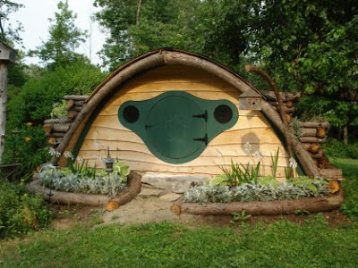 hobbit house with green door