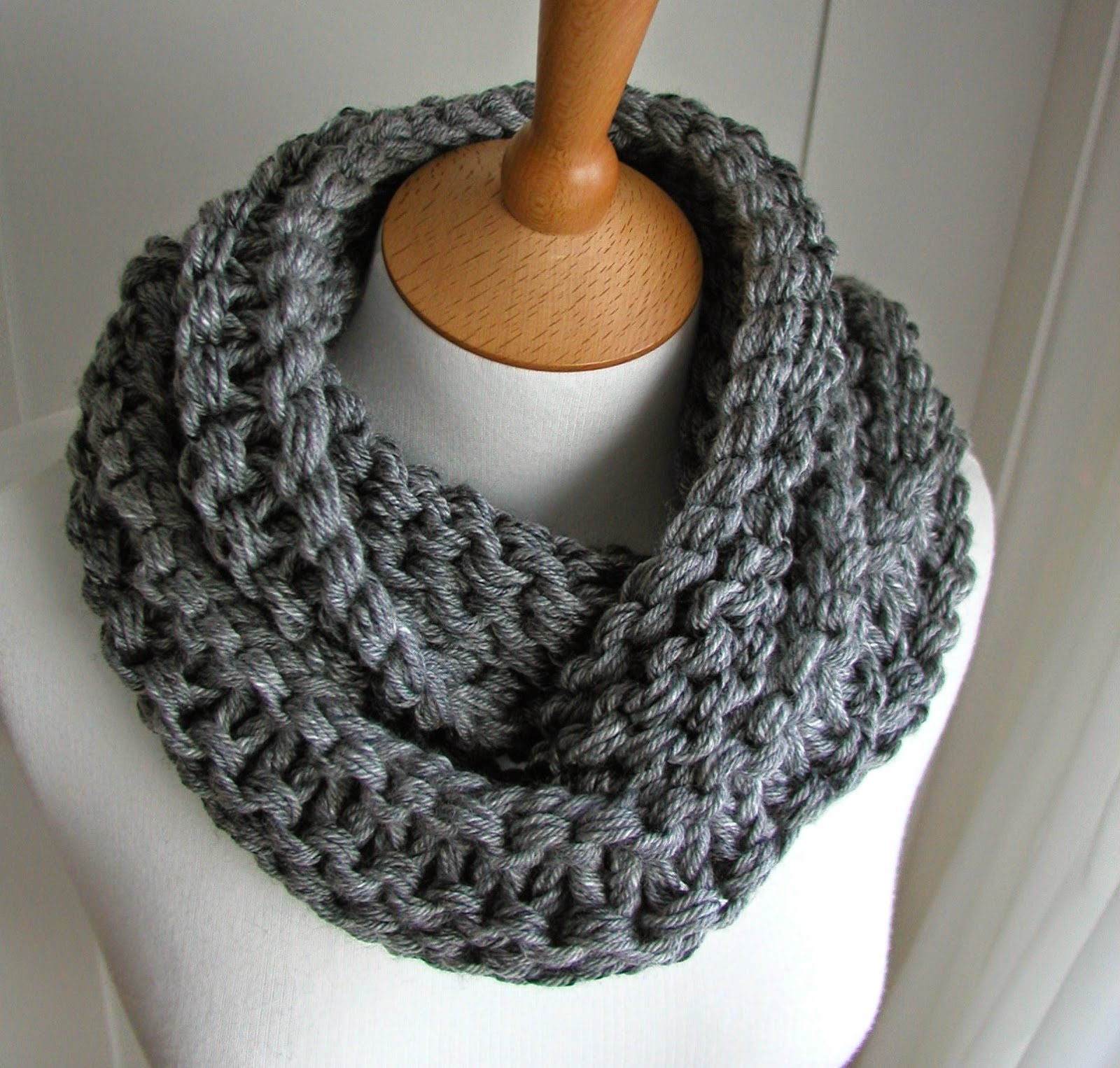 Knitting Pattern For Scarf In The Round : Hand Knitted Things: Circular Scarf Free Pattern
