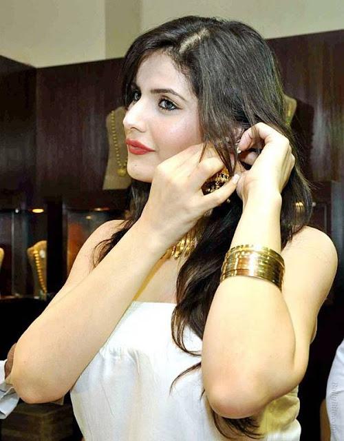 Actress Zarine Khan at International Jewellery Exhibition 2011