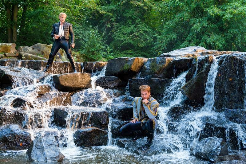 into the woods-billy magnussen-chris pine