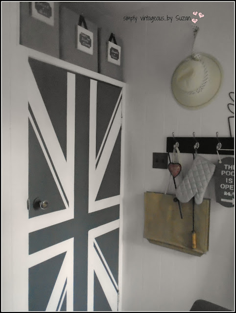 TURN A DOOR INTO A FLAG