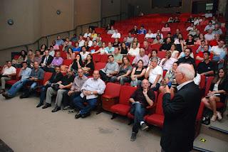 Palestra ministrada pelo ex-prefeito da cidade de Gramado, no Rio Grande do Sul, Pedro Bertolucci, reuniu, além dos empresários da cidade, representantes do poder público, no Sesc Teresópolis
