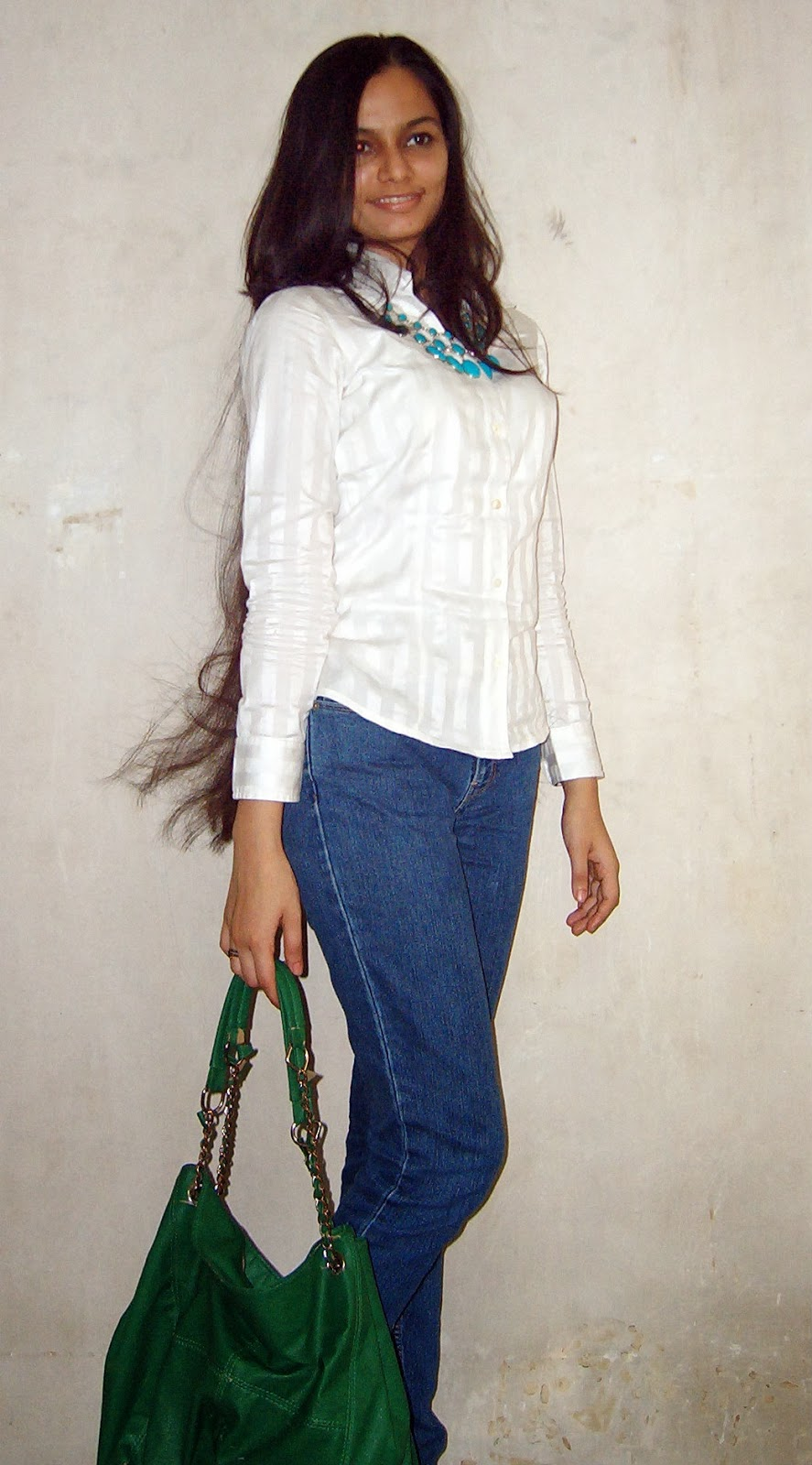 mint necklace, how to wear statement necklaces, long hair, semi casual outfits