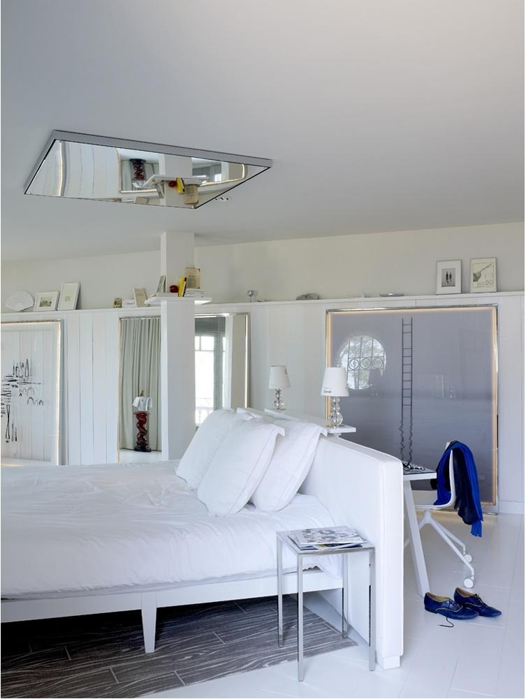 maison grace philippe starck la co o rniche hotel. Black Bedroom Furniture Sets. Home Design Ideas