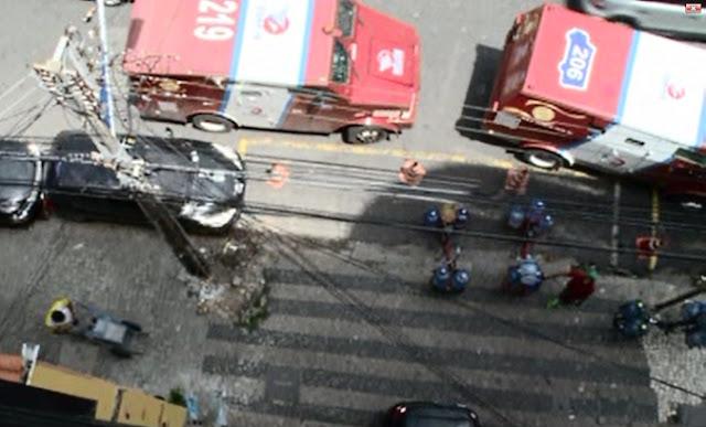 A criança caiu de uma altura de 25 metros, no Centro de Fortaleza. Ela não teve fraturas e saiu apenas com um arranhão na testa. Veja o vídeo impressionante