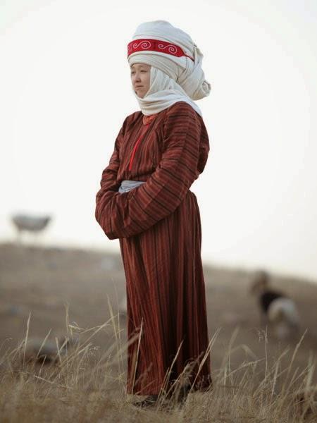 kyrgyzstan costume textiles, kyrgyzstan headresses, kyrgyzstan tours