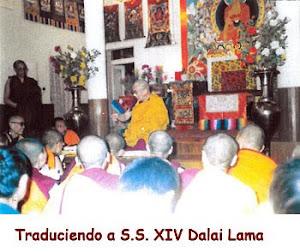 Lama Tenzing es traductor de S.S. Dalai Lama