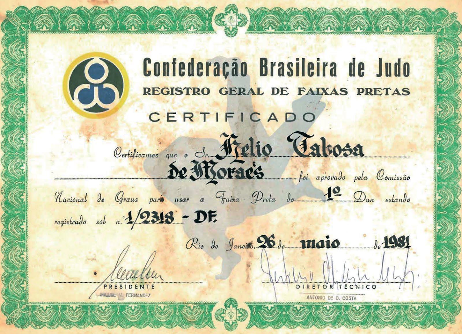 Mestre Tabosa recebe o diploma de 1o. Dan no Judô da Academia Julio Adnet