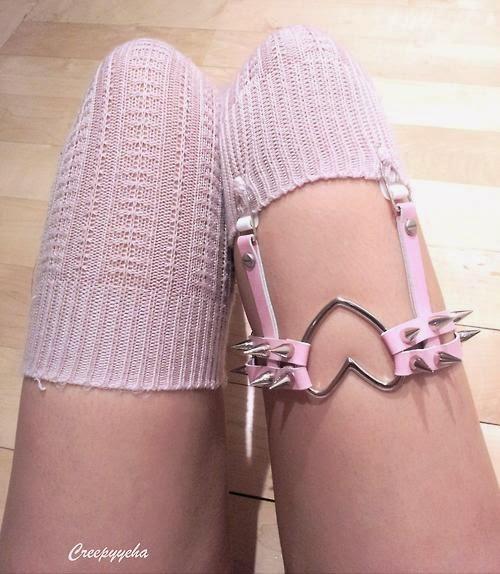 Кожаные подвязки на ноги