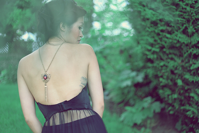 Jasmine Zhu Vancouver Fashion blogger for Posing in Vintage, statement necklace on the back